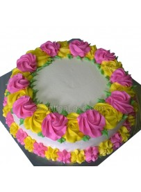 Round Shaped Cake With Rose Border