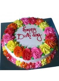 Round Shaped Cake With Rose Border