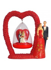 Couples Statue On Love Heart